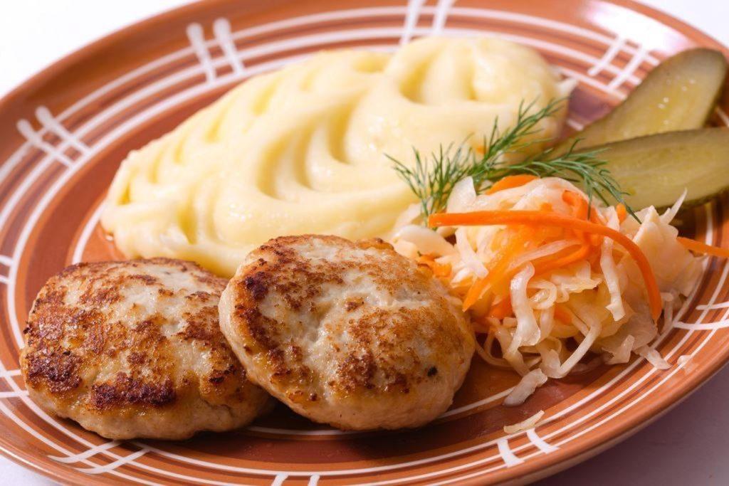 Картофельное пюре с котлетой 土豆泥 肉饼